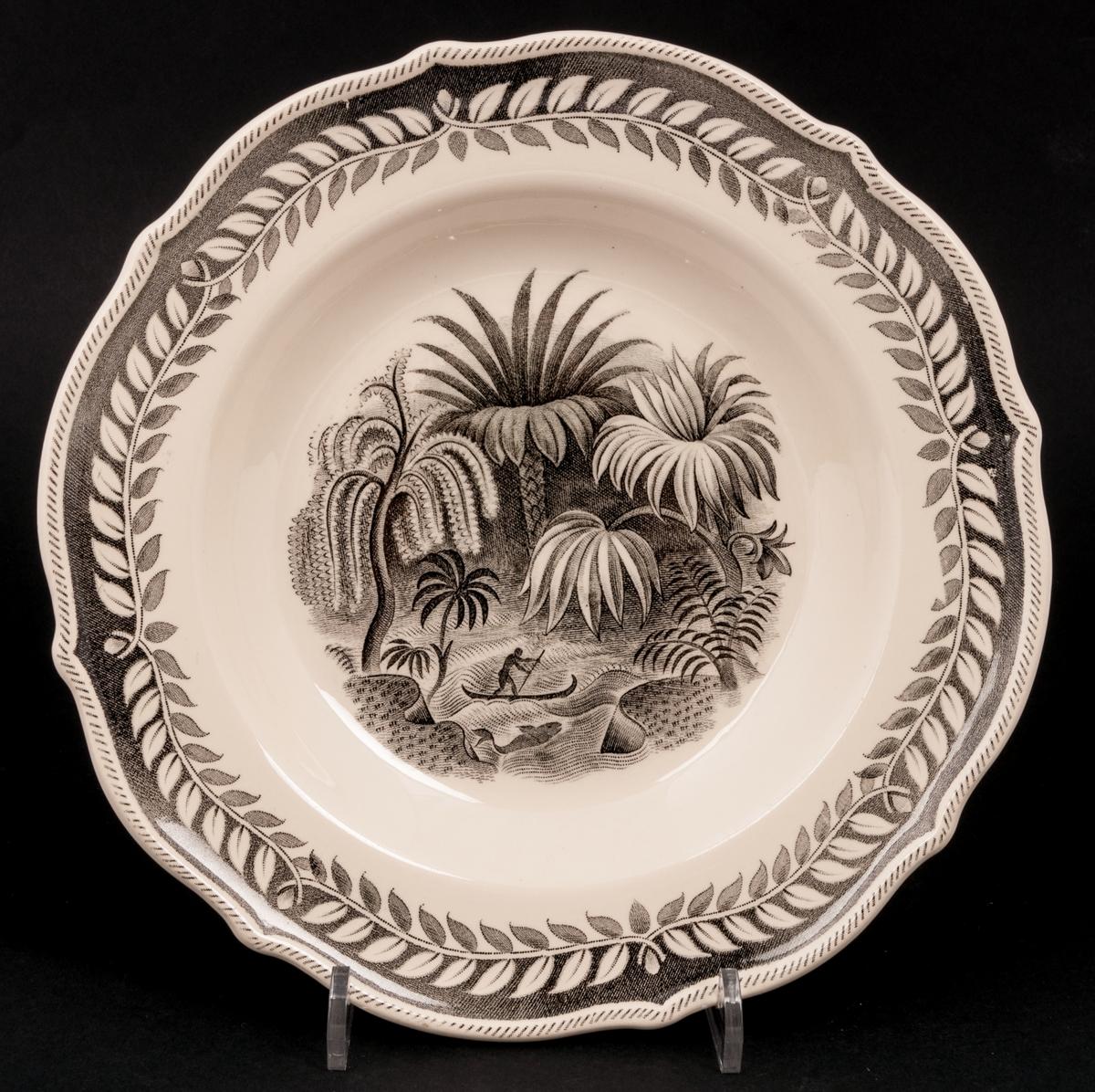 Djup tallrik, Exotica Q, ,gräddvit bottenfärg, svart koppartryck med djungelmotiv, design Artur Percy.