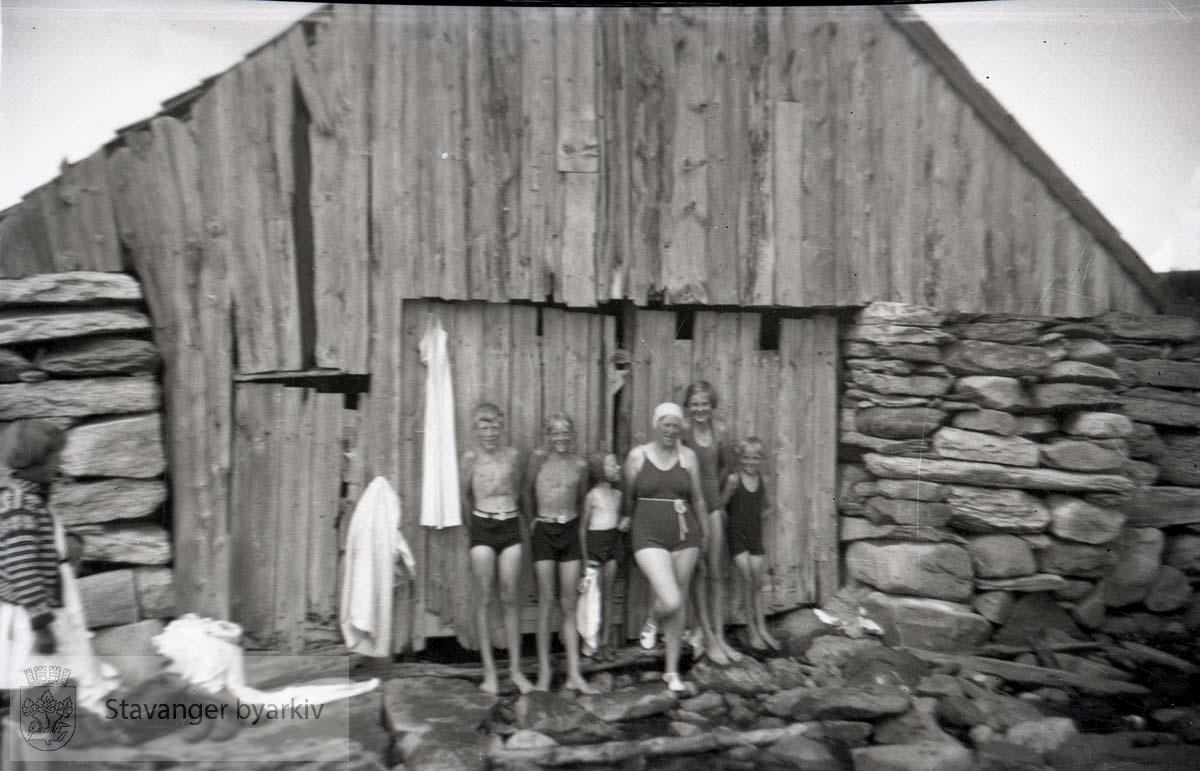 Familien Iversen i badetøy.