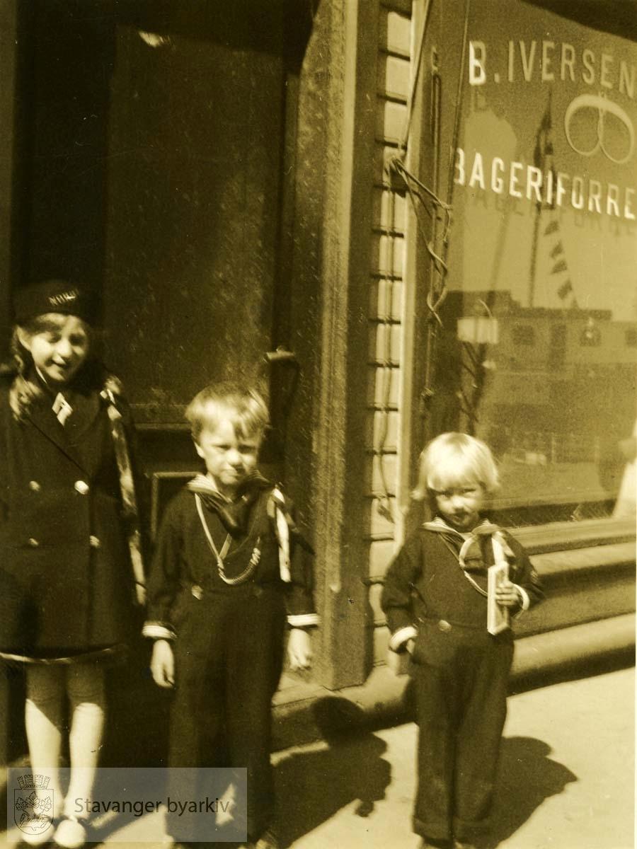 Barn ved B. Iversen Bageriforretning..