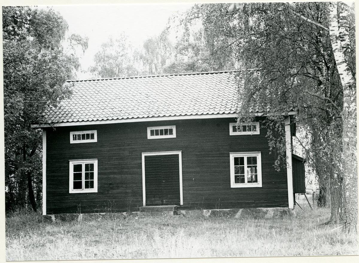 Badelunda sn, Lundby gård. Magasin, 1985.