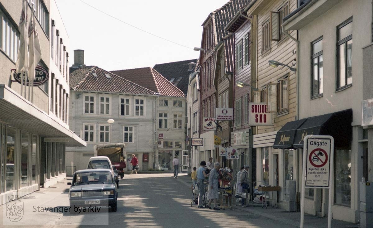 Elektrosenteret, Solide sko, Stavanger Forsikring, Wesnes, Tapeten