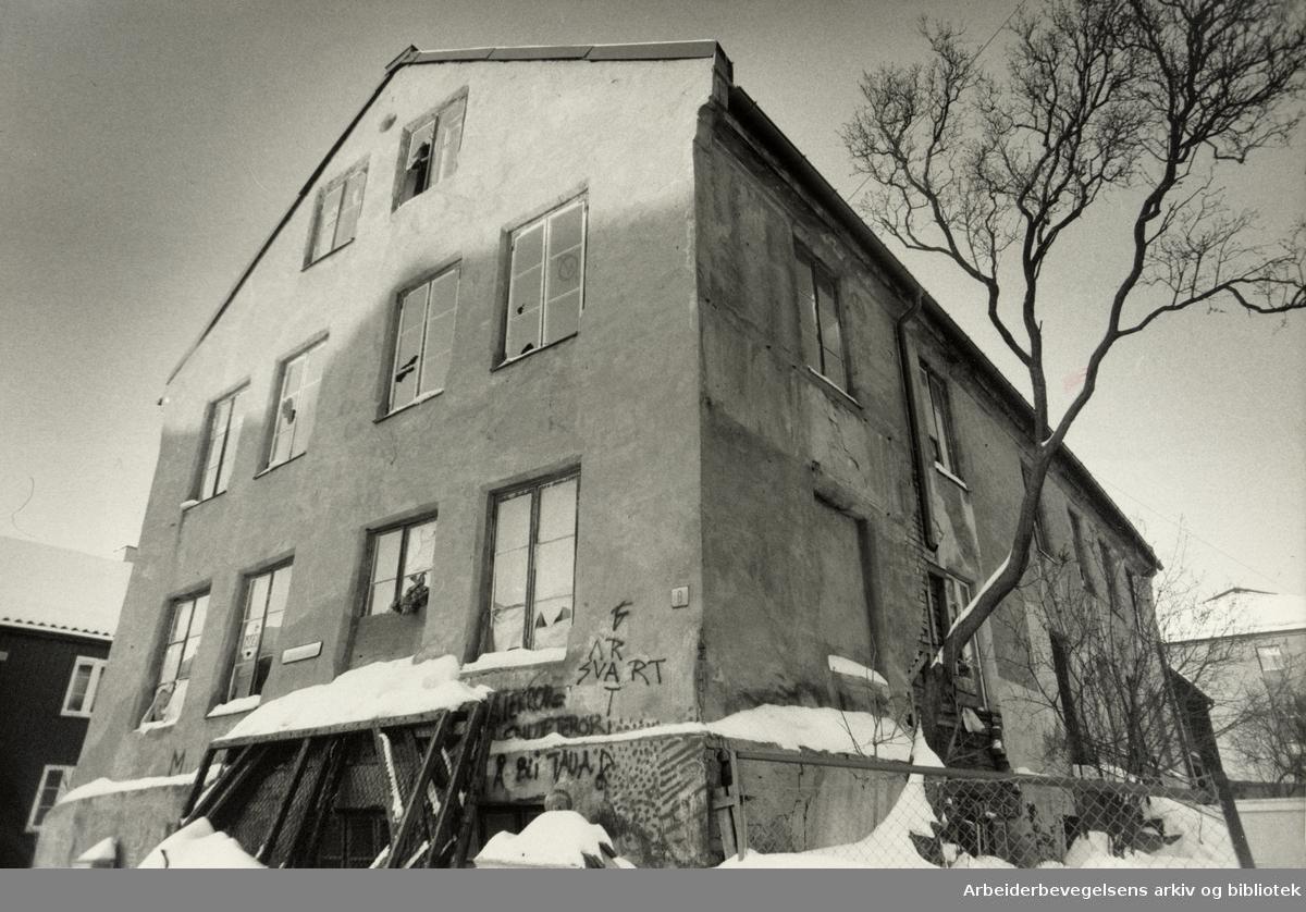 Grünerløkka. Bygningen i Stolmakergata vurderes å bli revet. Februar 1985
