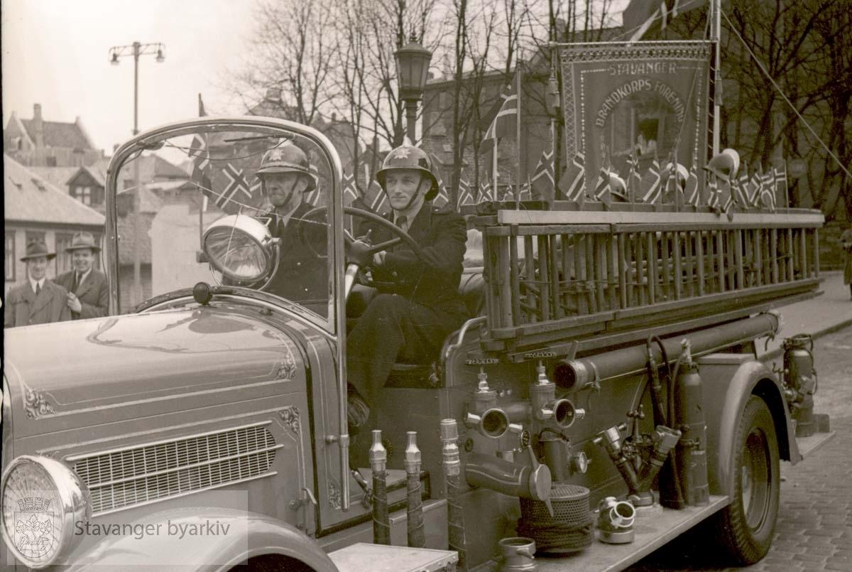 Pyntet brannbil ved torget
