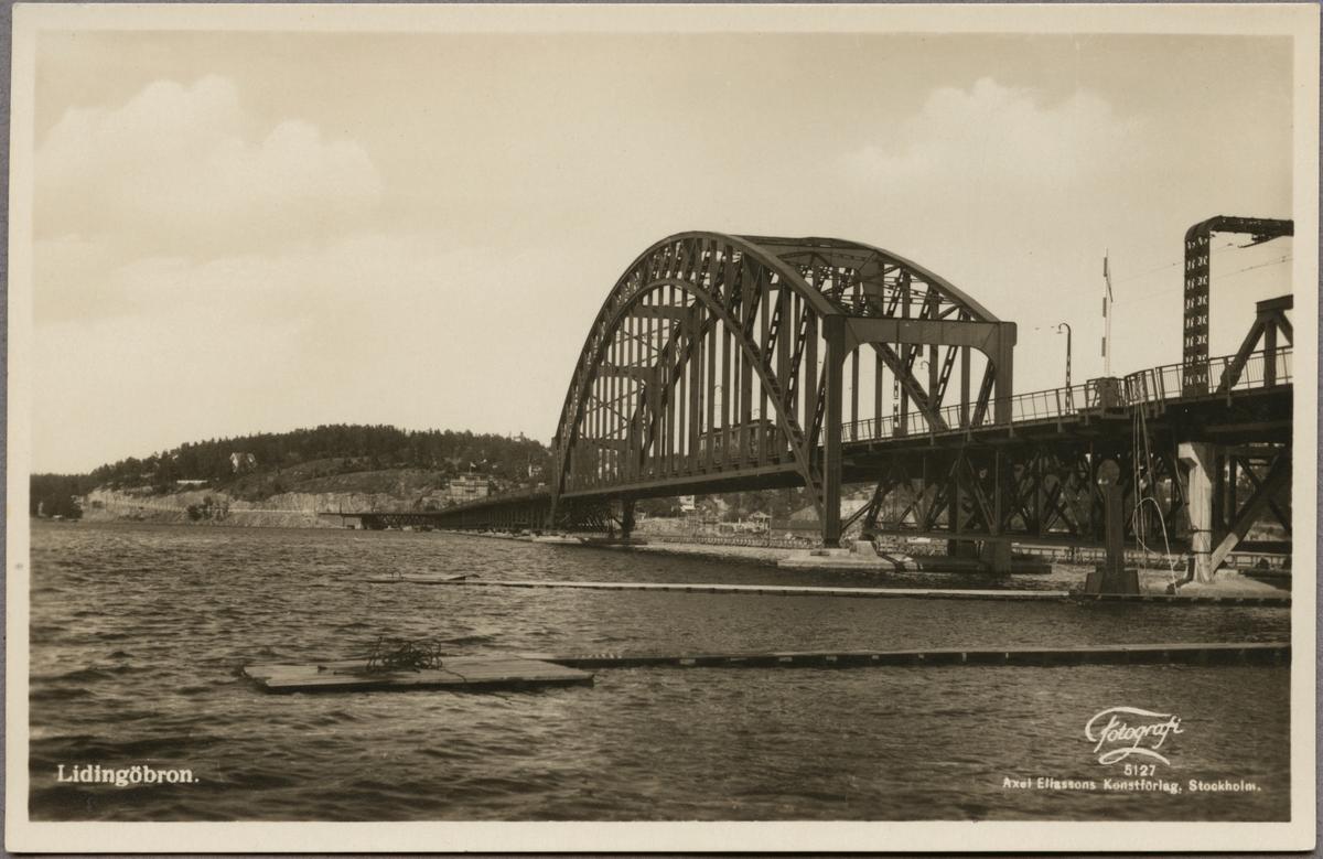 Järnvägsbro över Lilla Värtan mellan Ropsten och Torsvik.