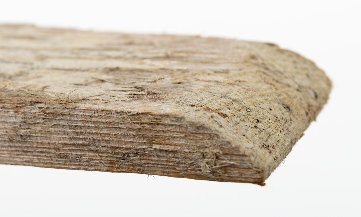 Kortstikke, ei av tre gilderstikker brukt til lemfelle for polarrev. Denne stikka har en avrundet avslutning i den ene enden.