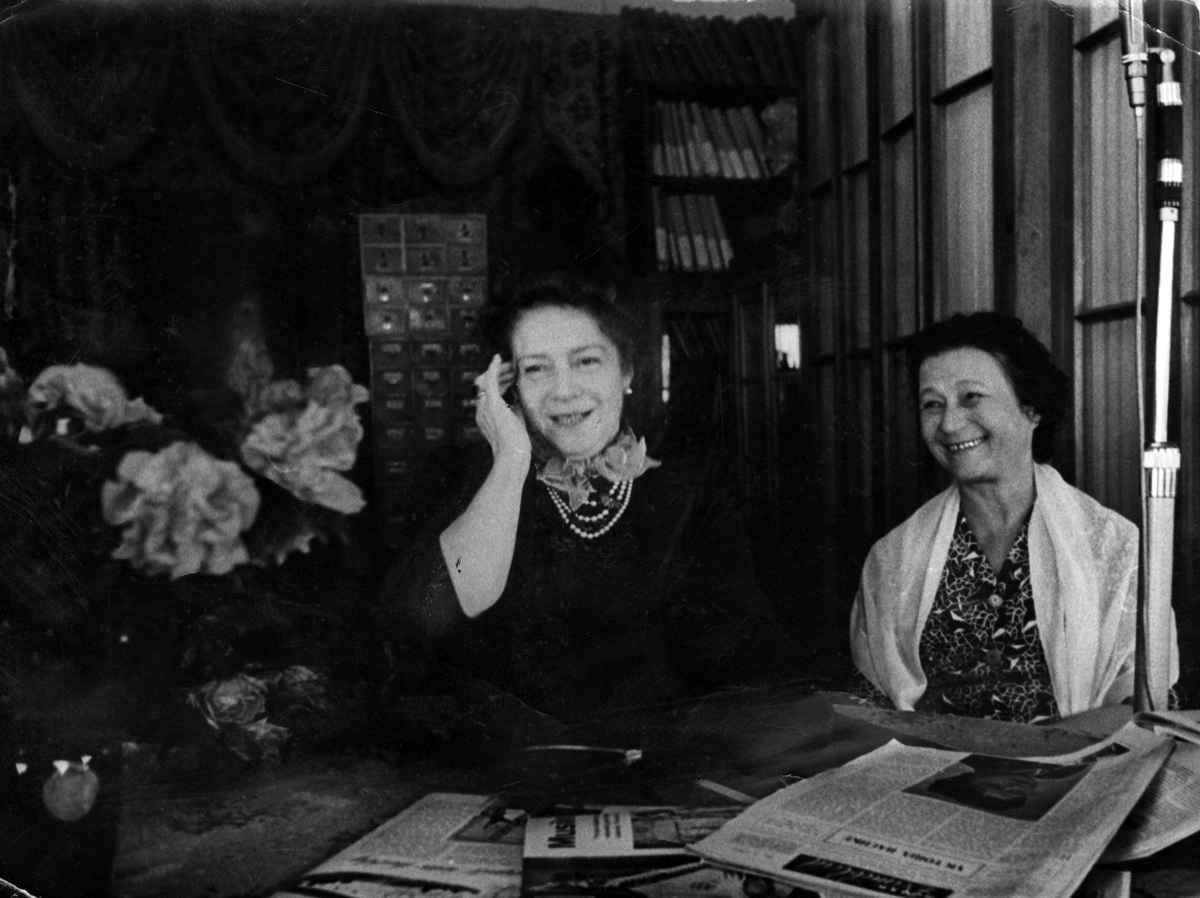 Victoria Bachke i selskap med direktøren for Musikkhistorisk Museum i Moskva.