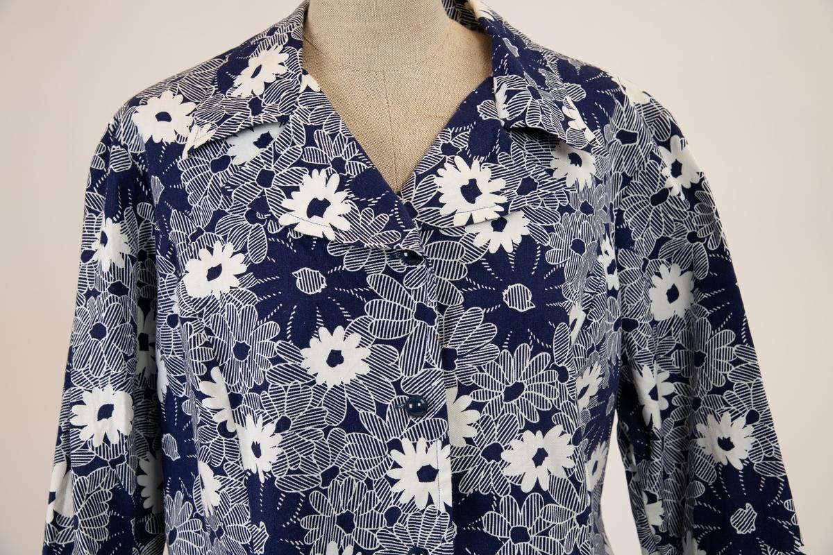 Påtrykt blått./ hvite blomster og blå- og hvitstripete blomster og