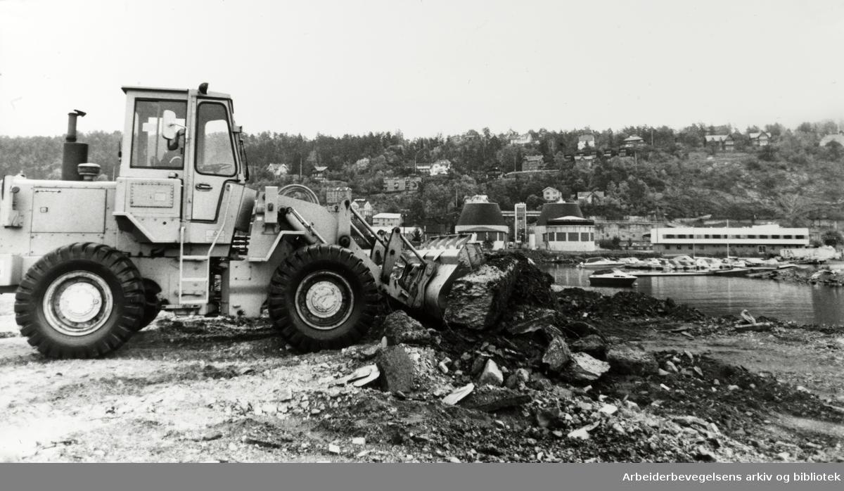 Havna. Ormsundkaia blir Oslos sørste containerhavn.. September 1982