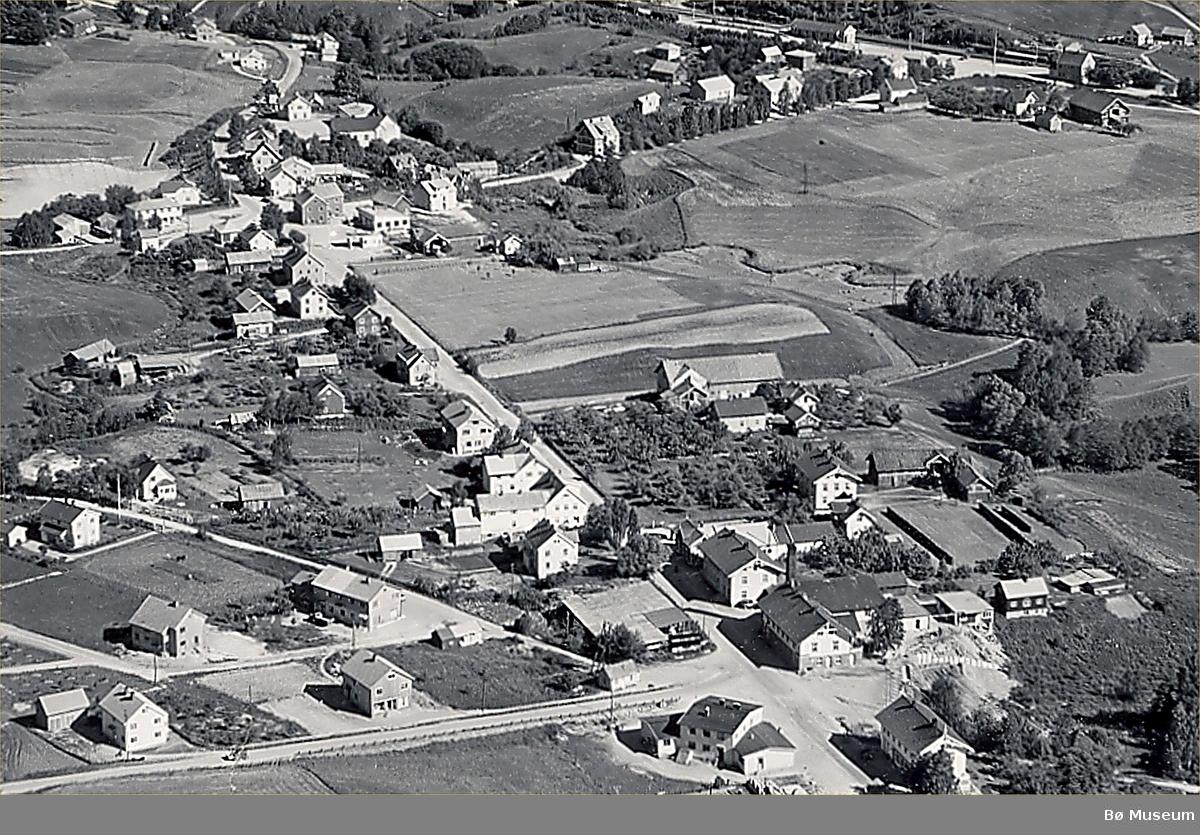 Flyfoto av Bø sentrum