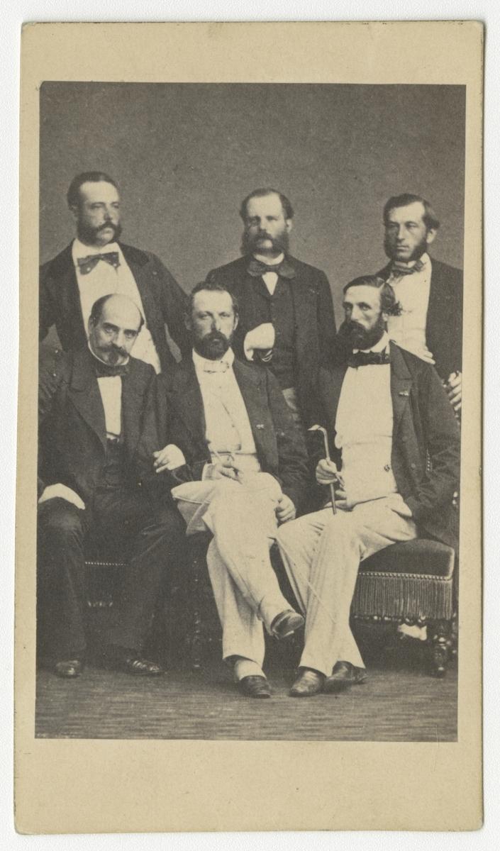 Porträtt av Karl XV, Oscar II och fyra okända män.