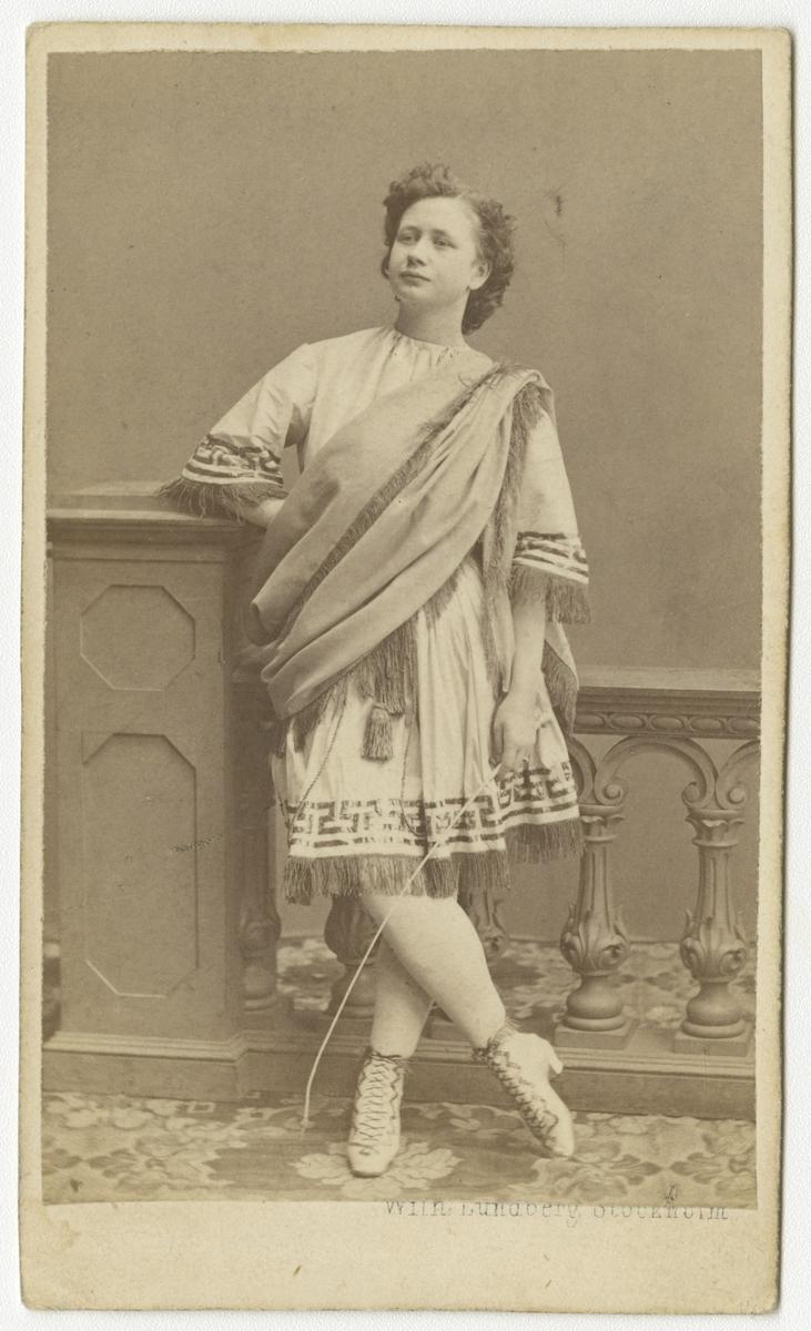Porträtt av skådespelerskan Ida Landelius som Orestes i Sköna Helena.