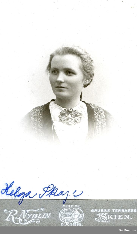 Portrettfoto av Helga Skoje, Sauland