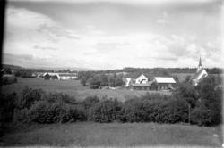 Fra Stiklestad, gårder og landskap.