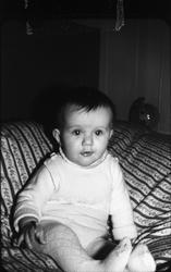 Portrett av et uidentifisert barn. Seks bilder.