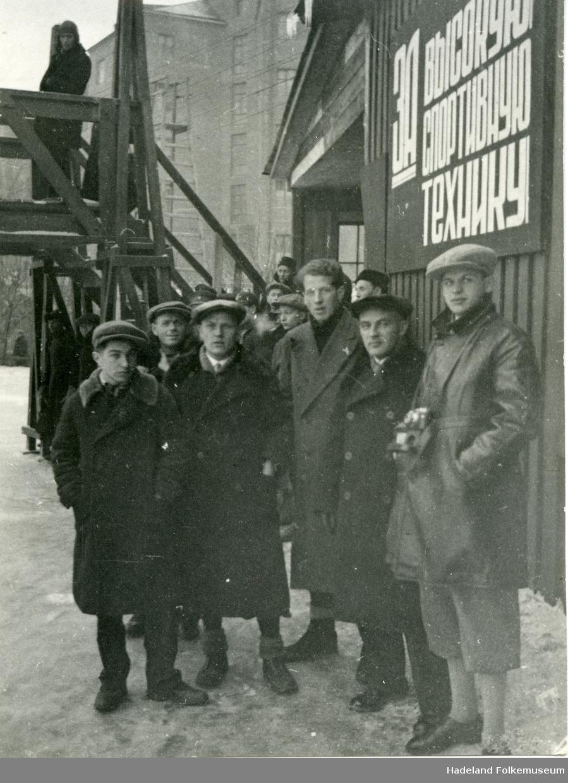 Tre foto fra Hans Engnestangens opphold i Moskva.