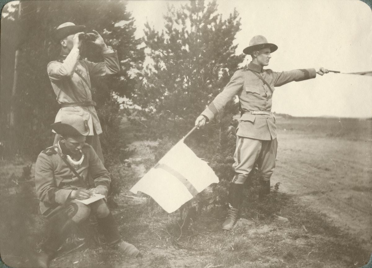 Soldater på övningsfältet.