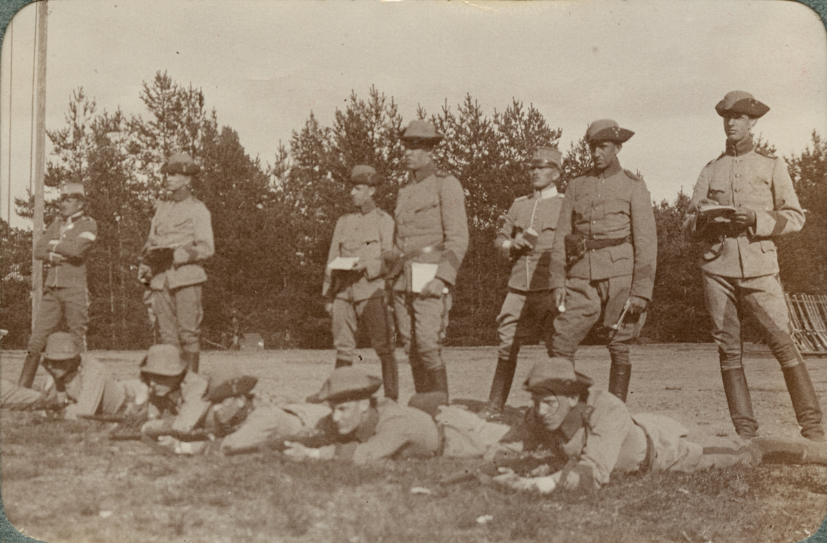 Soldater på skjutfältet.