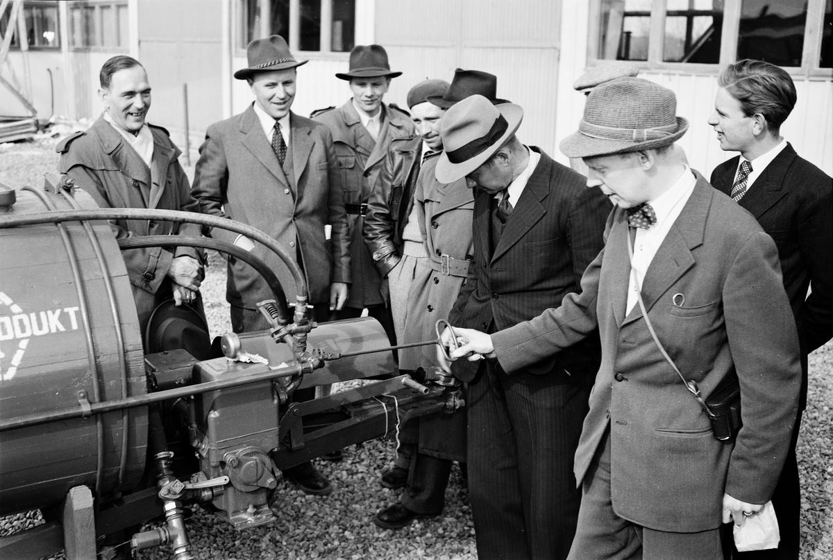 Visning av gräsmaskin, Statens maskinprovningar, Ultuna, Uppsala 1952