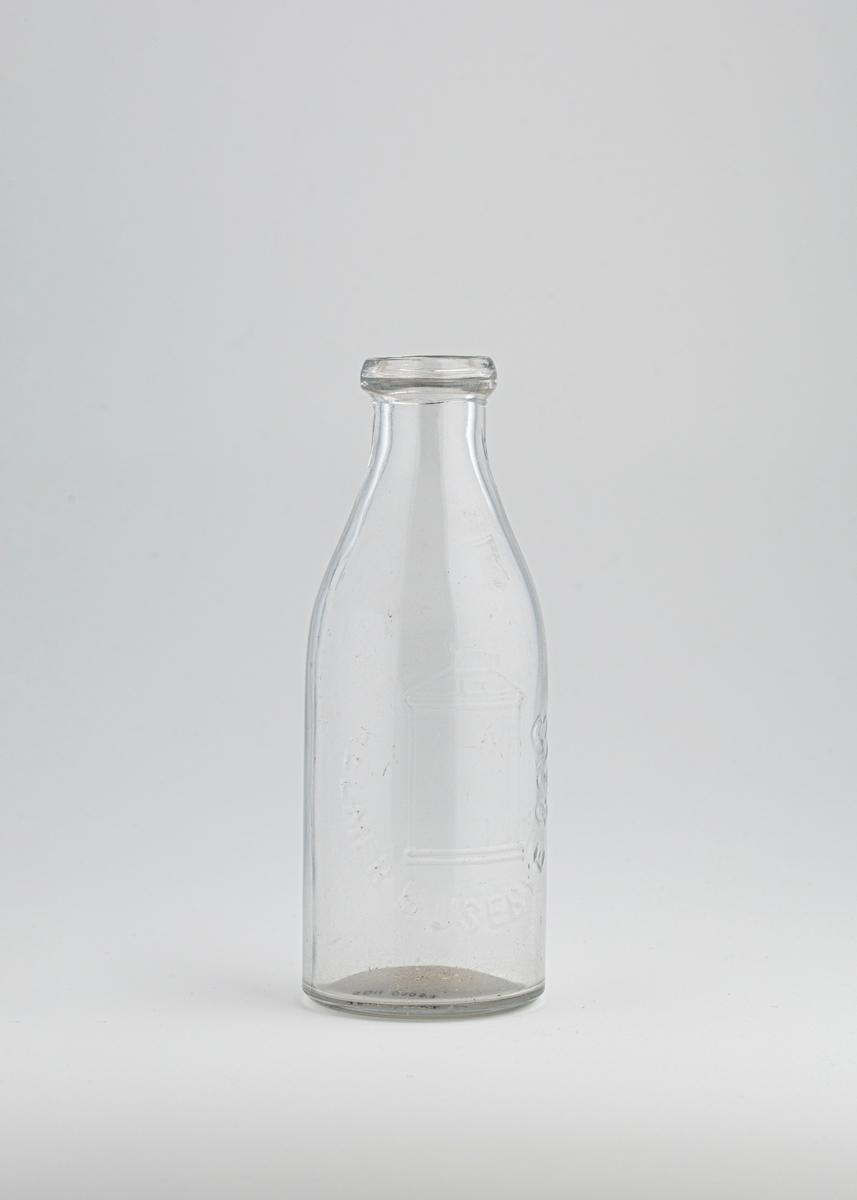 Melkespann på siden av flasken.