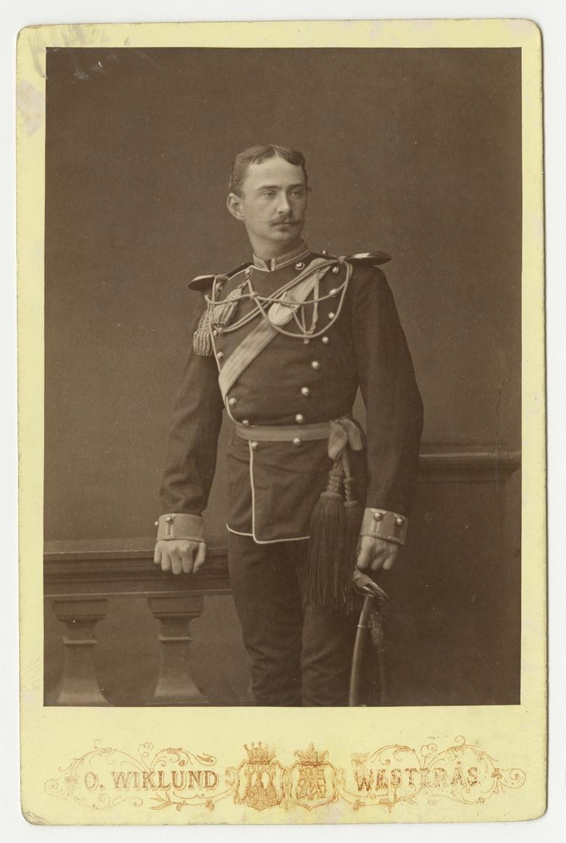 Porträtt av okänd officer vid Jämtlands fältjägarkår.  Se även bild AMA.0002065.