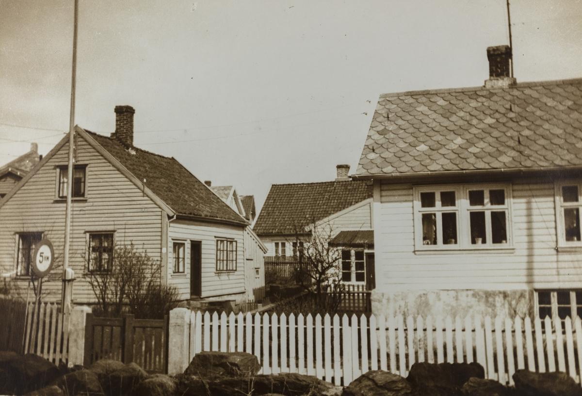 Hauge, Kong Sverresgate sett fra den gamle kirkegård, ca. 1930.