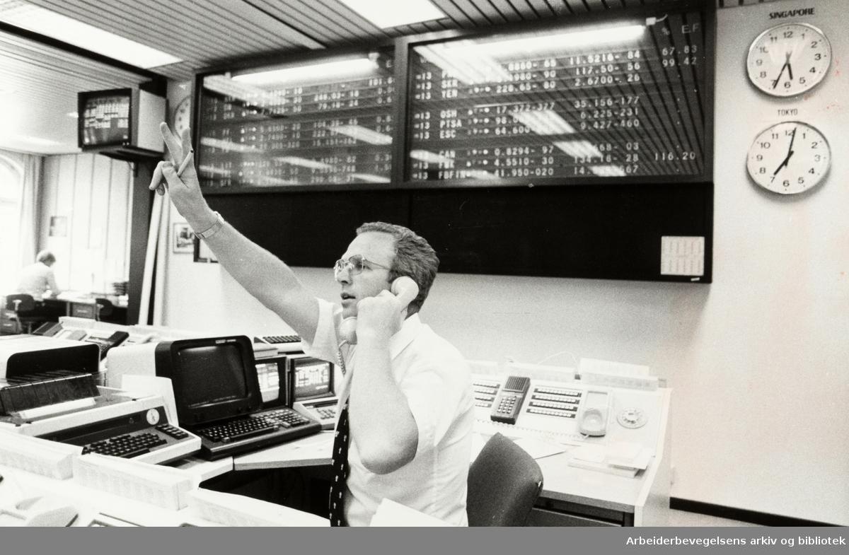Kirkegata. Den norske Creditbank. Valutaavdelingen. Einar Olsen, valutamekler. Juli 1981.