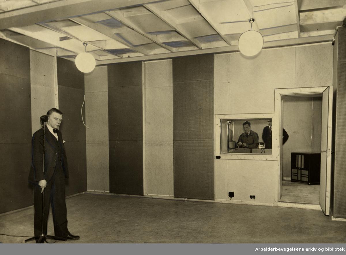Kringkastingens gamle lokaler i Roald Amundsens gate. Nå, Olav Vs gate. 1930-åra