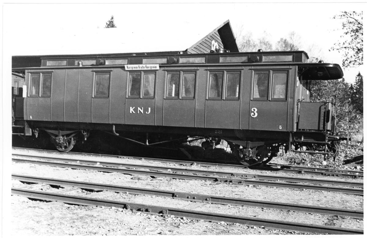 Fotografi föreställande Järnvägspostvagn BCD 5 vid sträckan Krylbo-Norberg, fotot är taget 1948.