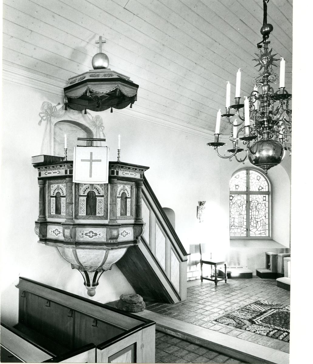 Lillhärad sn, Västerås. Predikstolen i kyrkan.