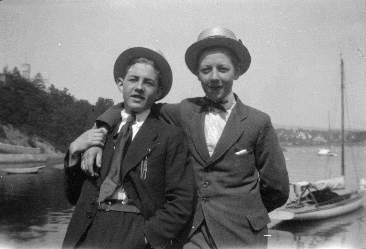 Portrett av to yngre menn