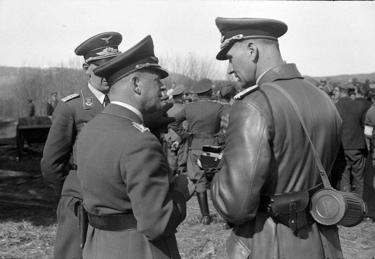 Tyske offiserer og tilskuere på Værnes garnison