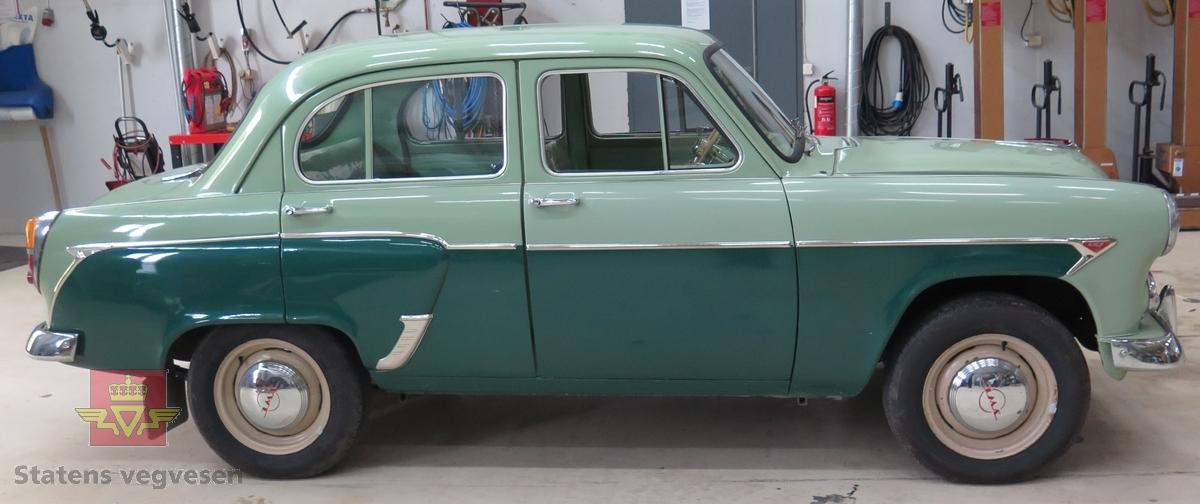 4-dørs karosseri, to-farget grønn lakk utvendig. For det meste grønn og brun innvendig. Bilen har en toppventilert, vannavkjølt, bensindrevet 4-sylindret rekkemotor med et sylindervolum på 1360 kubikkcentimeter. Motorytelse/effekt 45 hk (33 KW). To aksler, bakhjulstrekk. 4- trinns manuell  girkasse.. Antall sitteplasser er 4. Km. stand på telleren er 2983 km, Topphastighet 115 km/t. Akselrasjon 0-100 km/t: 35,9 sek. Standard dekkdimensjon foran og bak er 5,60 x 15. Bakstøtfangeren er noe rusten, og ellers litt overflaterust og bruksmerker enkelte steder.