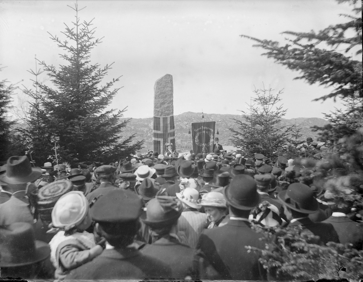 Avduking av monument over eidsvollsmannen Christen Mølbach i Fjellparken i Egersund