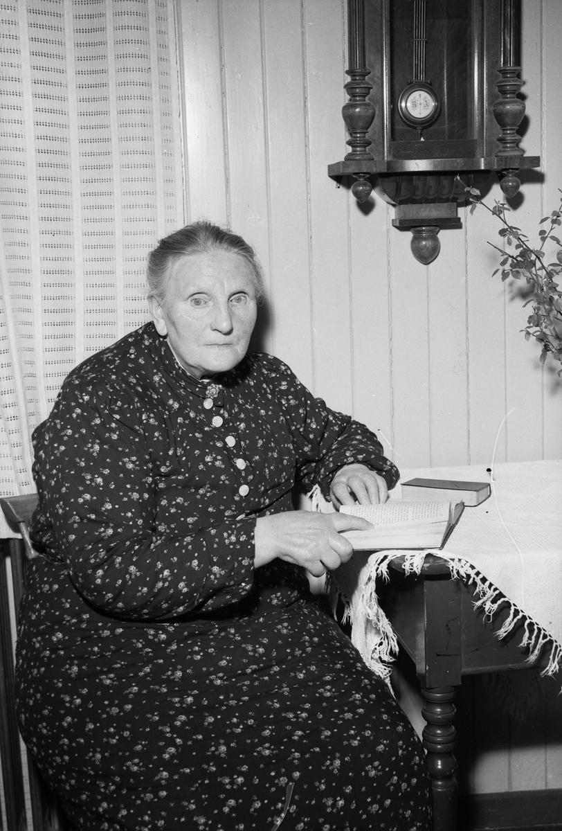 Ivarda Oline Larsen på Hospitalet