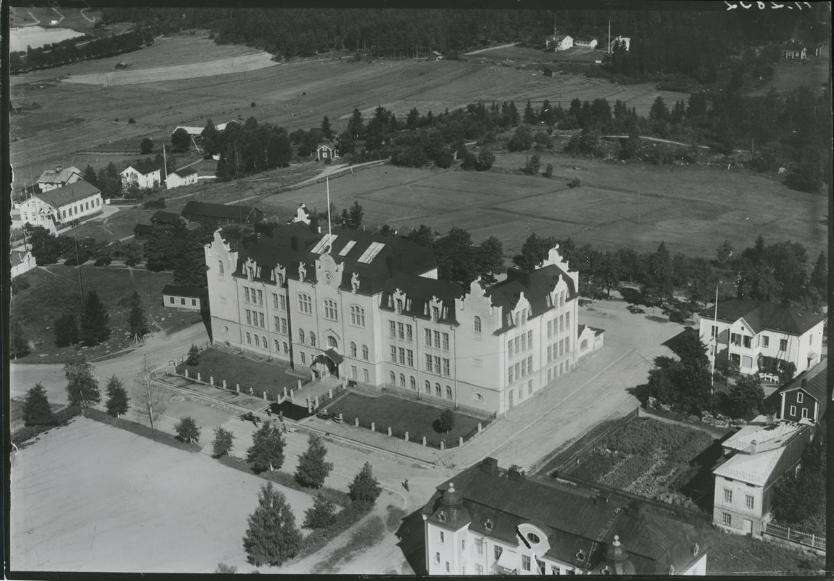 Flygfoto över folkskolan i Hudiksvall.