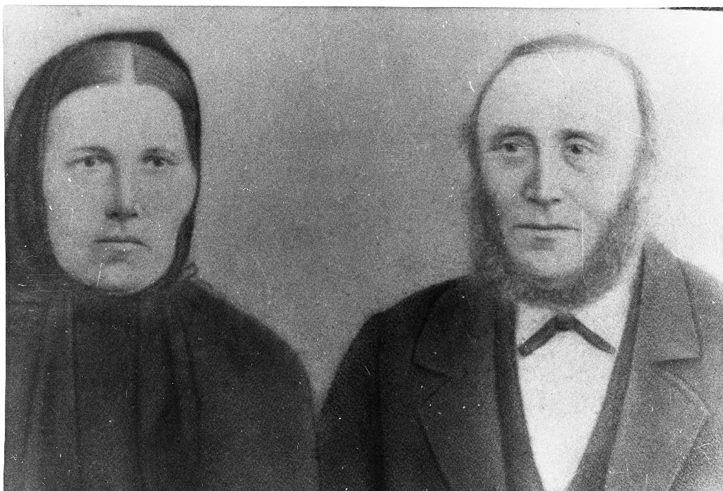 Johanna Larsdtr. Tjøtta (1824 - ) og mannen Jens Ådnesen Ree (1822 - ). Dei gifta seg 18.6.1846.