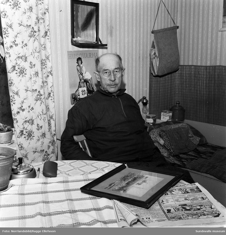 Walter Dahlgren, Björkön, som var med och bärgade den strandade ångaren Thai 1917. Reportagebild för Expressen.