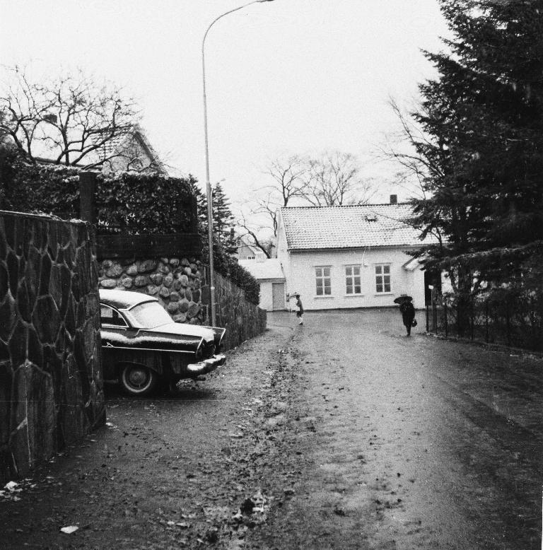 1900-huset sett frå gymnasplassen/Torkel Lendes veg.