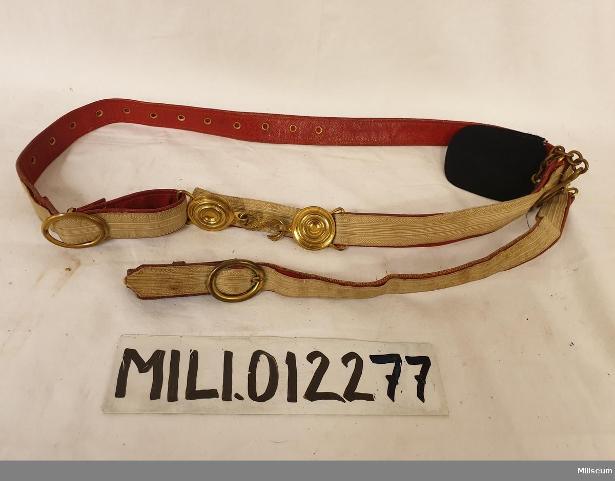 Sabelkoppel m/1881 av skinn och med redgarnsgalon.