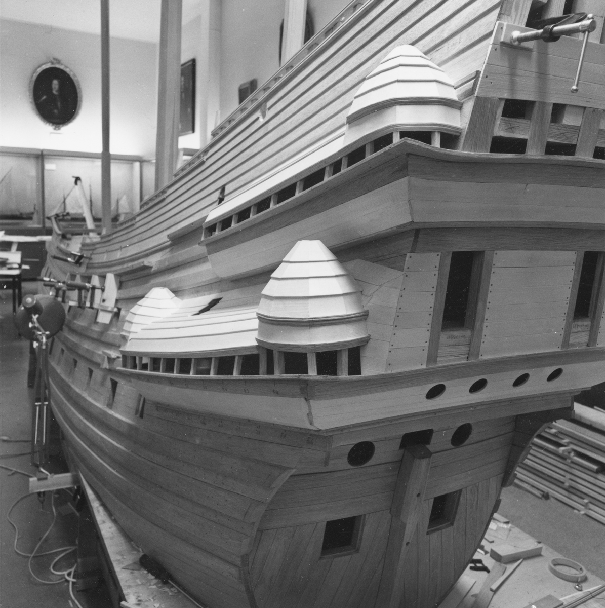 Vasamodellen i skala 1:10 under byggnad på Sjöhistoriska museet.