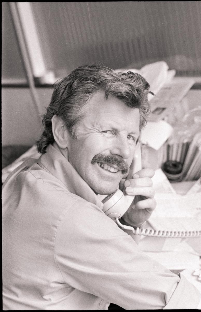 Sevald Eilertsen i telefonen.