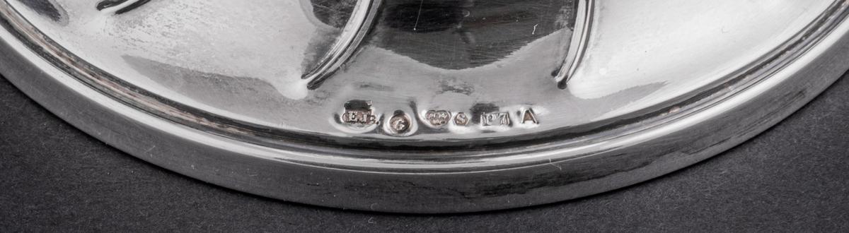 Pokal i silver, hederspris, med inskription.