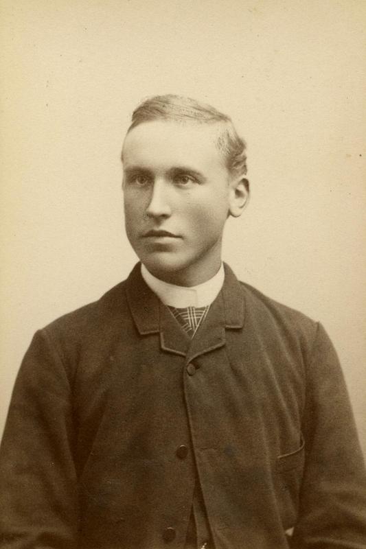 Biletet av Olaus i studietida er teke kring 1895 av Aug. Haraldson. BV 83-009. (Foto/Photo)