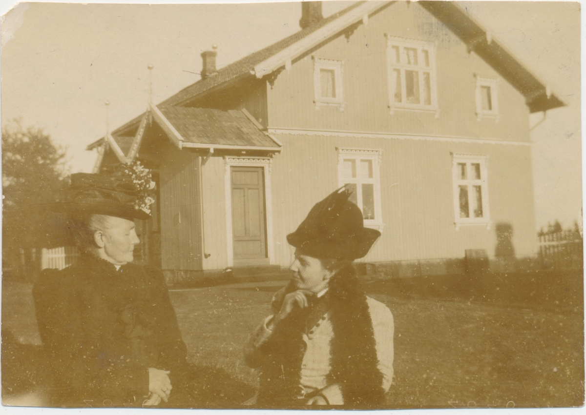 To kvinner, privatfoto