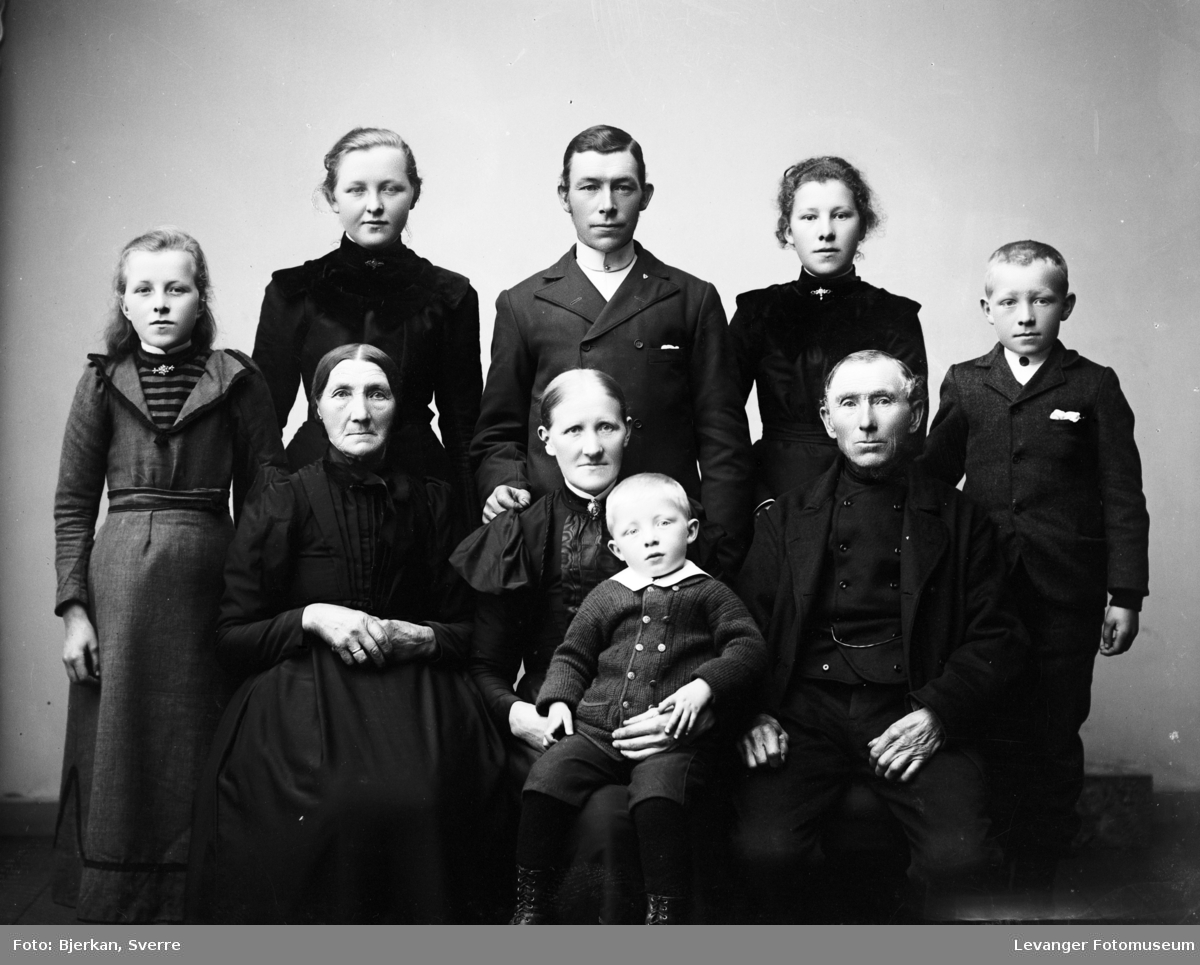 Gruppebilde av familien Sørmo.