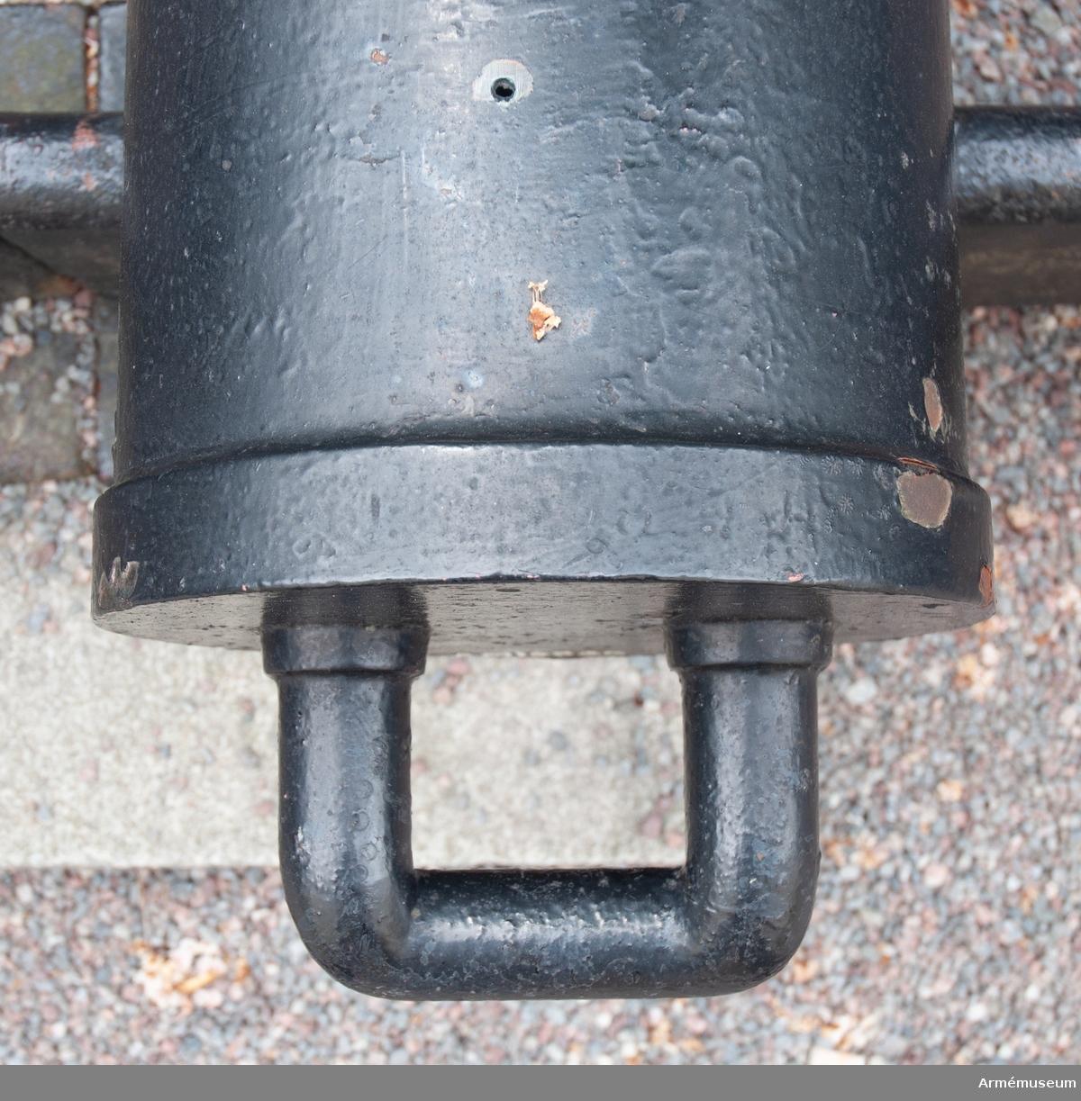 """Grupp F I. På vänster tapp märkt """"1873"""" och på höger """"FINSPONG"""". Eldrör till 8 cm kanon m/1877. 1873."""
