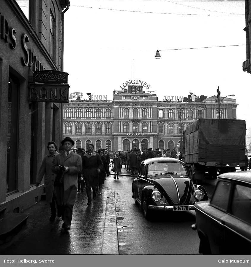 gateløp, mennesker, biler, forretningsgårder, Østbanestasjonen
