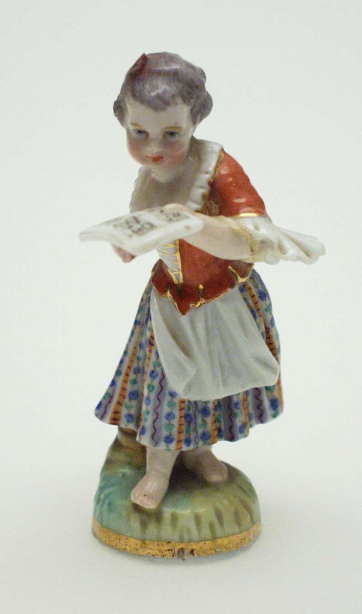 Støpt og malt figur i porselen.