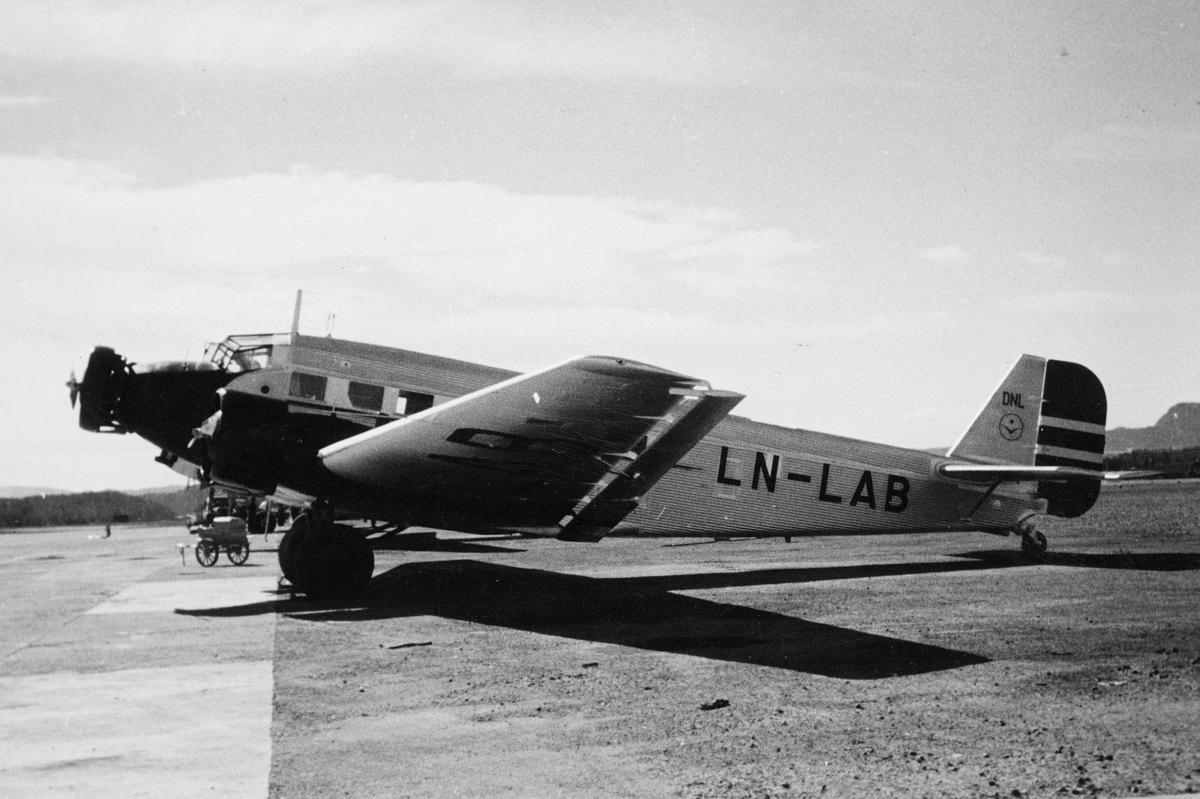 transport, fly, eksteriør, på bakken, LN-LAB