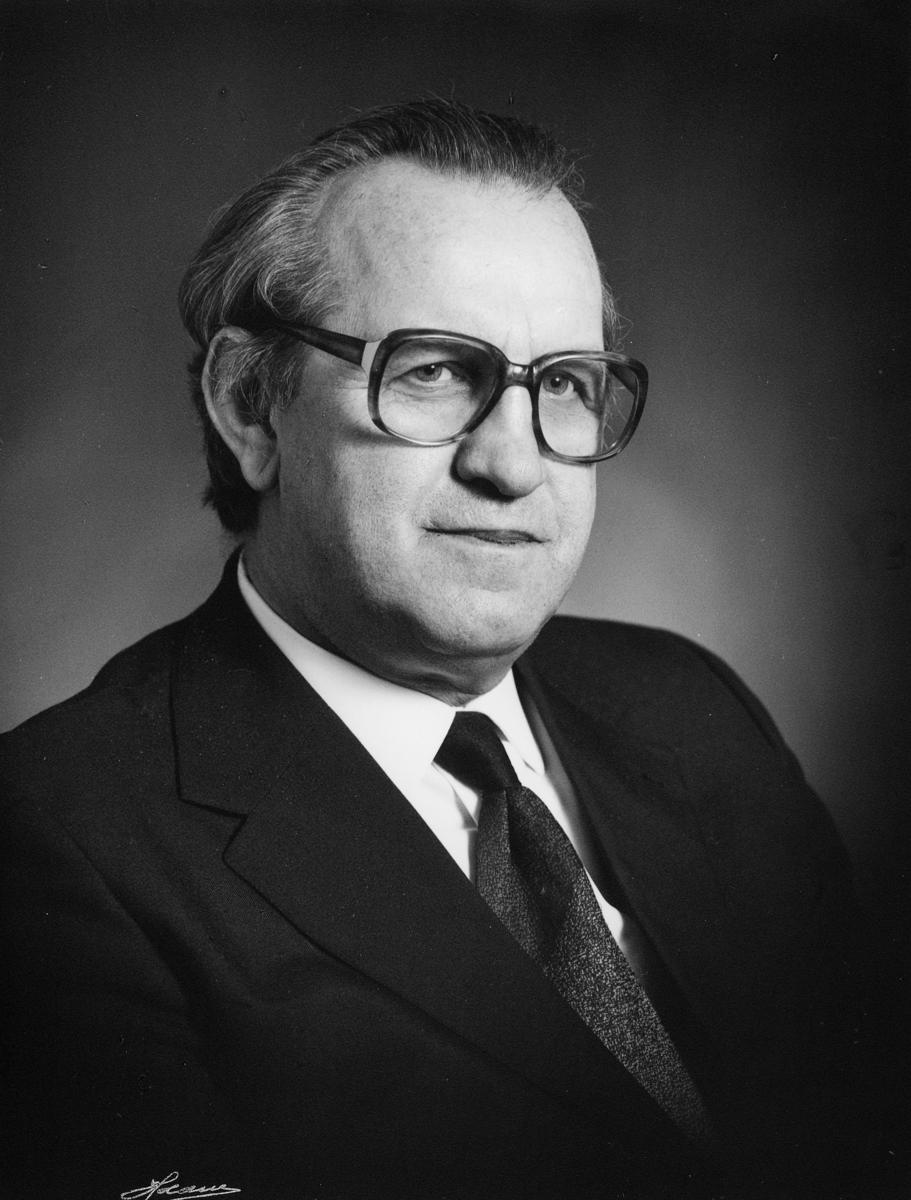 postmester, Ingvar Bakken, portrett